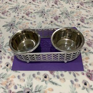 Cute duel dish feeding bowls white metal frame